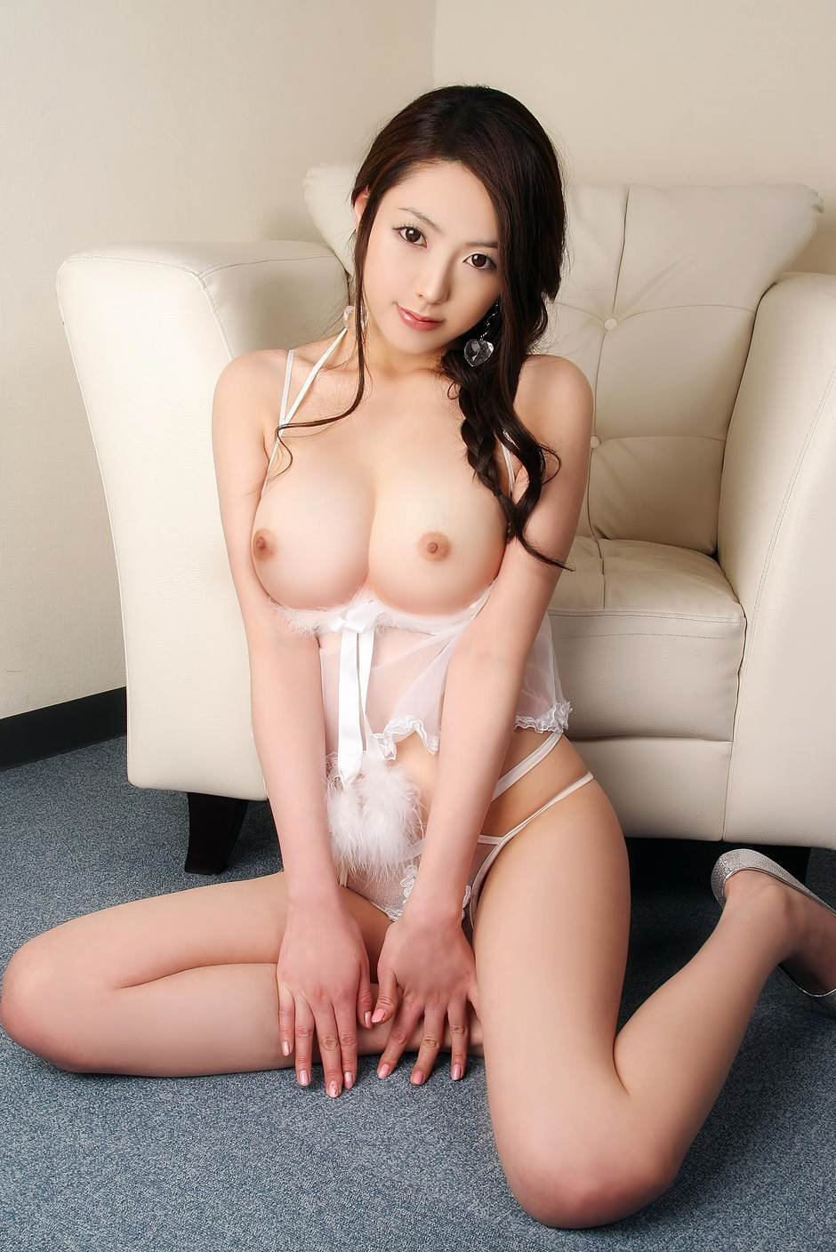 Busty Chinese Model