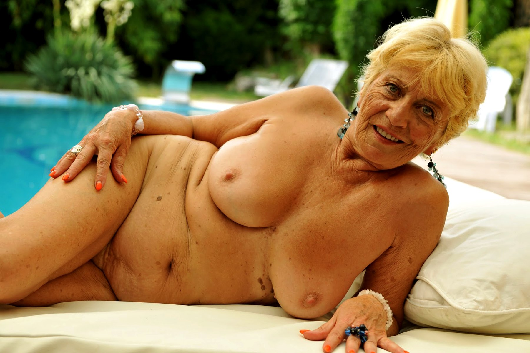 Pics of older mature women #11