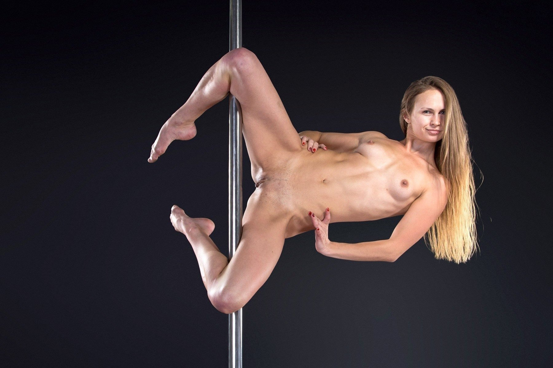 Teen gymnastic pussy — pic 3