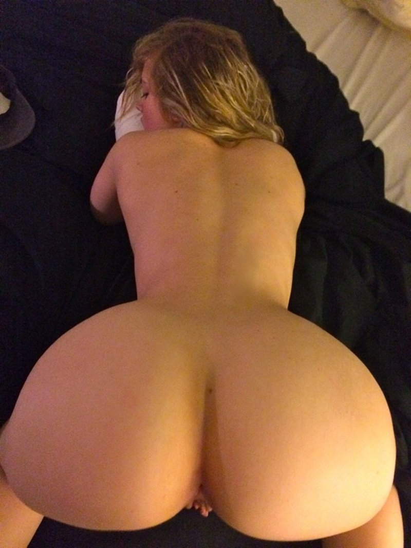 Thicc naked ass