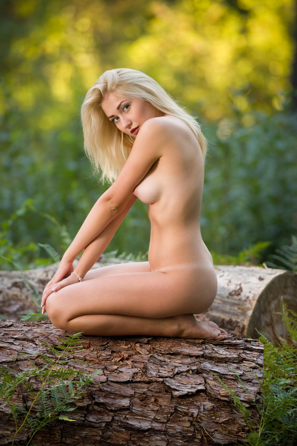 Nude blondes