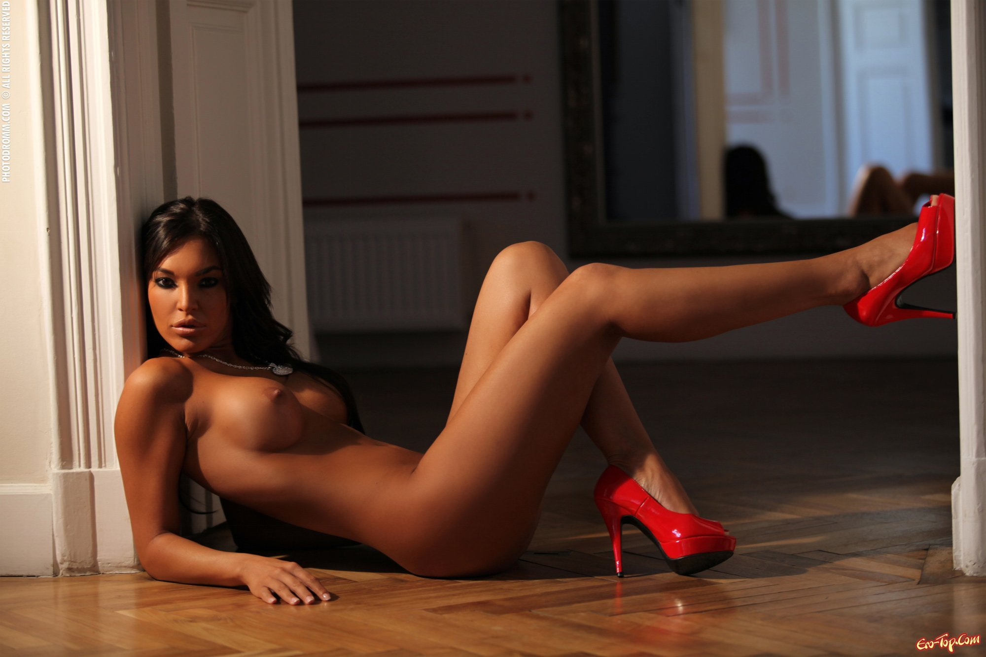 Nude girl on haunches, free nude girl strip videos