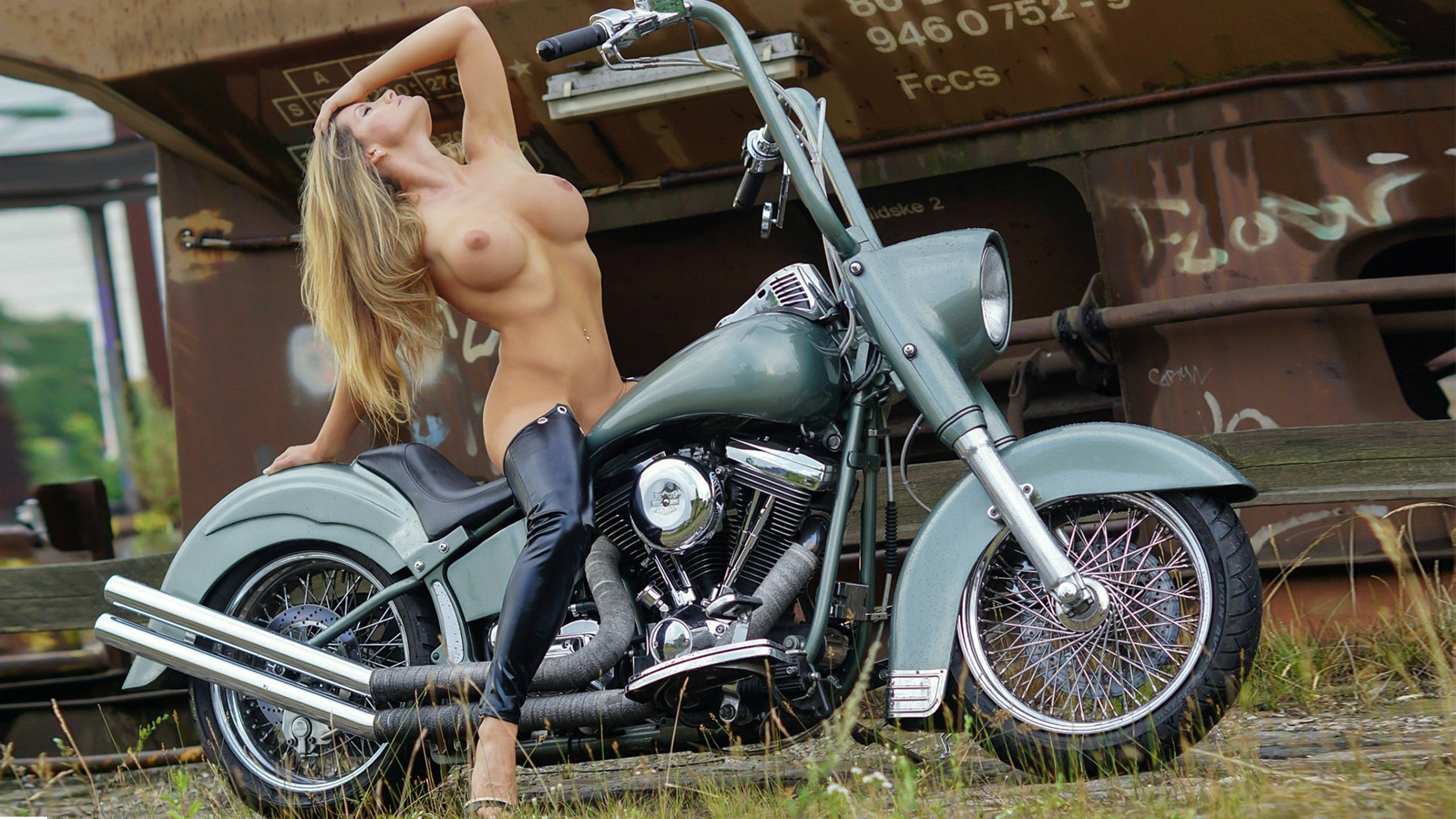 naked-girls-masturbate-on-a-motorcycle-white-girls-love-black-ock