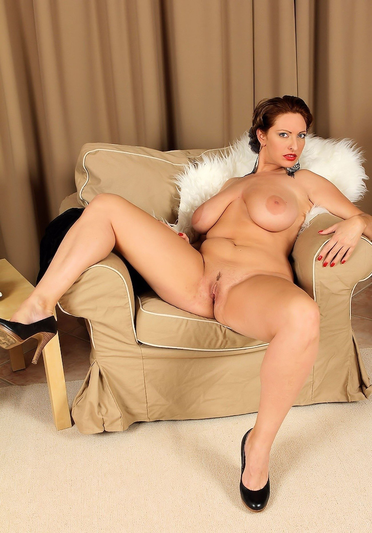 Voluptuous Milf With Big Tits And Shaved Pussy In Hot Gallery
